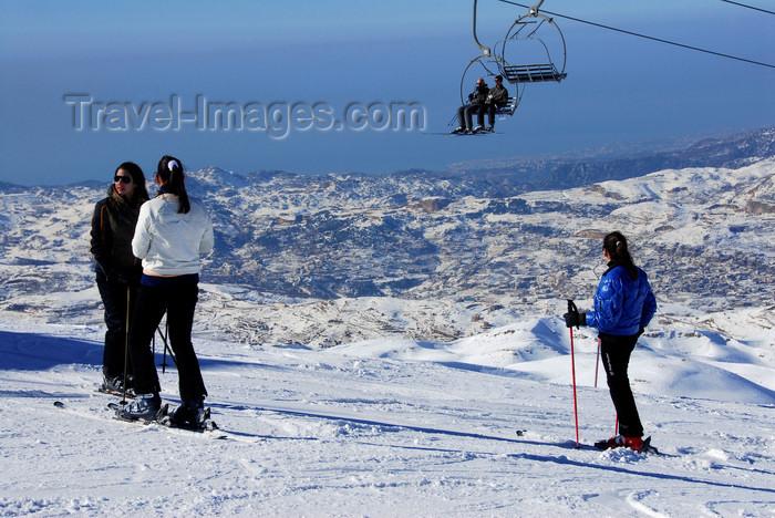 lebanon55: Lebanon, Faraya Mzaar: skiers and chairlift - views to the Mediteranean - photo by J.Pemberton - (c) Travel-Images.com - Stock Photography agency - Image Bank