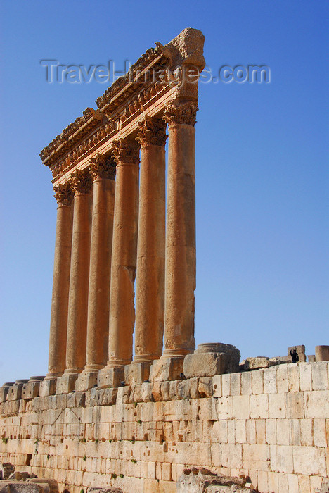lebanon62: Lebanon, Baalbek: columns from Temple of Jupiter - photo by J.Pemberton - (c) Travel-Images.com - Stock Photography agency - Image Bank