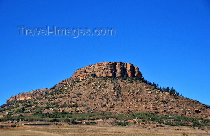 lesotho102: Ha Majara area, Lesotho: conical hill with eroded sandstone top - B31 road - photo by M.Torres - (c) Travel-Images.com - Stock Photography agency - Image Bank