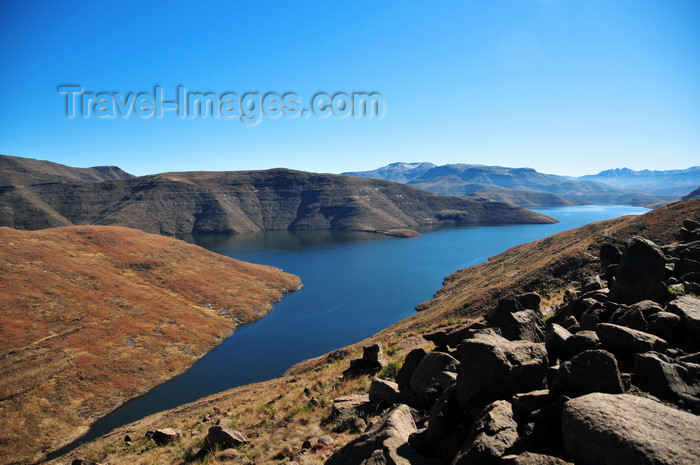lesotho55: Mohale Dam, Lesotho: impounds the waters of the Senqunyane River - reservoir in the Central Highlands - photo by M.Torres - (c) Travel-Images.com - Stock Photography agency - Image Bank