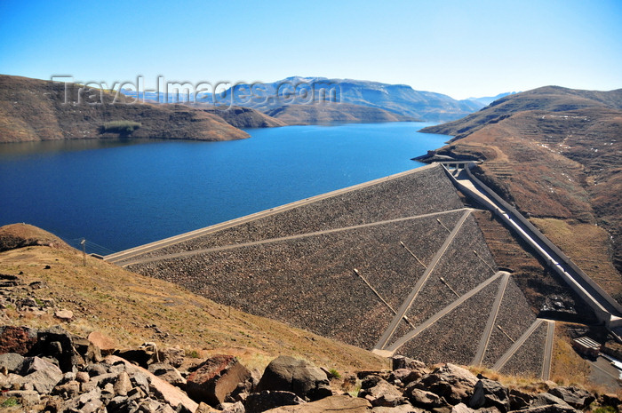 lesotho60: Mohale Dam, Lesotho: embankment rock-fill dam - the reservoir has a surface area of 22 square kilometers - photo by M.Torres - (c) Travel-Images.com - Stock Photography agency - Image Bank