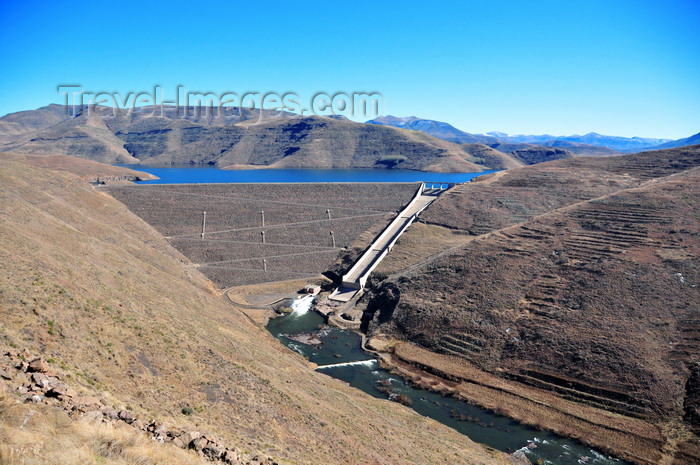 lesotho65: Mohale Dam, Lesotho: concrete faced rockfill dam built by a consortium of Balfour Beatty, Campenon Bernard, LTA, Spie Batignolles and E.D. Zublin - principal dam designer was MWH - photo by M.Torres - (c) Travel-Images.com - Stock Photography agency - Image Bank
