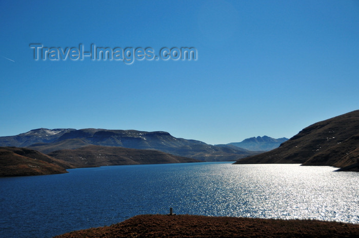 lesotho68: Mohale Dam, Lesotho: view of the reservoir - part of the Lesotho Highlands Water Project, a partnership between the governments of Lesotho and South Africa - Africa's largest dam project - photo by M.Torres - (c) Travel-Images.com - Stock Photography agency - Image Bank