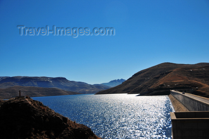lesotho69: Mohale Dam, Lesotho: located on the Senqunyane River immediately downstream of the confluence with the Jorodane River - the crest has a length of 600 meters - photo by M.Torres - (c) Travel-Images.com - Stock Photography agency - Image Bank