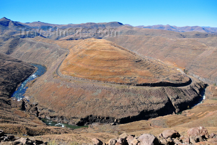 lesotho72: Mohale Dam, Lesotho: meander of the Senqunyane River, downstream from the dam - photo by M.Torres - (c) Travel-Images.com - Stock Photography agency - Image Bank