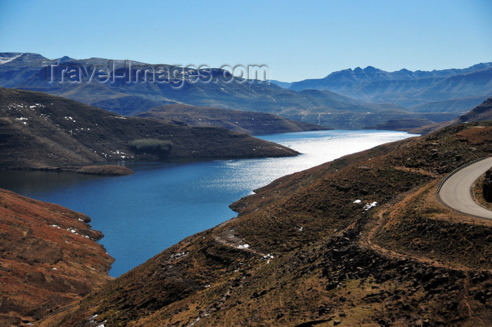 lesotho76: Mohale Dam, Lesotho: the reservoir - water for the mining industry of Gauteng province - photo by M.Torres - (c) Travel-Images.com - Stock Photography agency - Image Bank