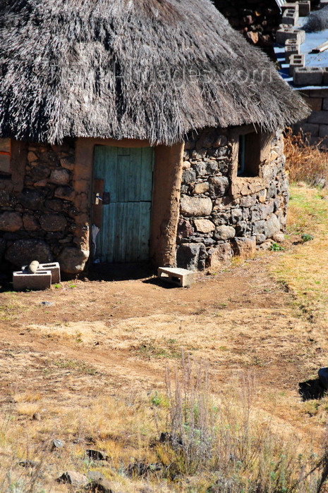 lesotho78: Mohale Dam, Lesotho: stone hut with thatched roof - rondavel - photo by M.Torres - (c) Travel-Images.com - Stock Photography agency - Image Bank