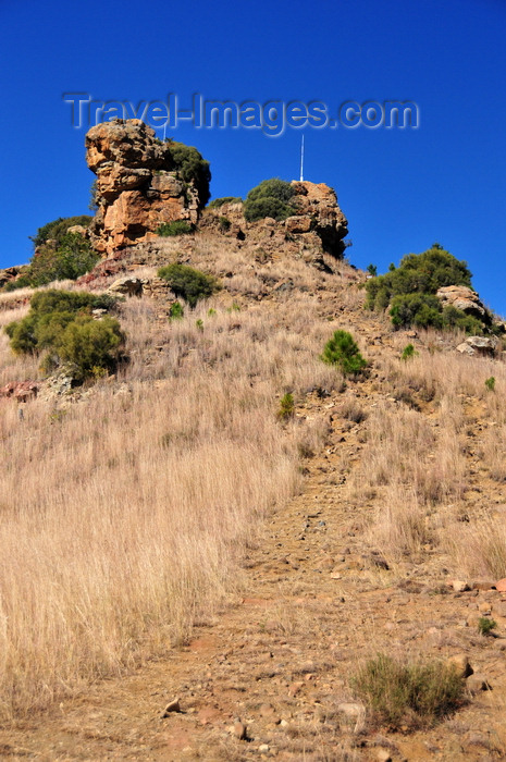 lesotho81: Thaba Bosiu, Lesotho: 'mountain of the night' - path up to the plateau - a natural fortress it was the stronghold of Basotho chief Moshoeshoe I during the war with the Ndebele people and the Basuto Wars - photo by M.Torres - (c) Travel-Images.com - Stock Photography agency - Image Bank