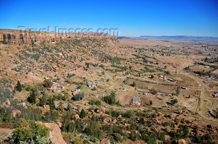 lesotho82: Thaba Bosiu, Lesotho: view from the top - sandstone plateau surrounded by near-vertical cliffs between the Orange and Caledon Rivers - Phuthiatsana Valley - the most important historical site in Lesotho, considered the birthplace of the Basotho nation - photo by M.Torres - (c) Travel-Images.com - Stock Photography agency - Image Bank