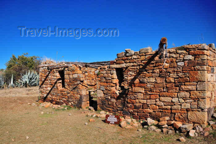 lesotho87: Thaba Bosiu, Lesotho: the sandstone house of Moshoeshoe I - he defended his people from attacks by Batlokoa, the mighty Shaka Zulu soldiers and Afrikaners until 1868 when he sought protection from the British - photo by M.Torres - (c) Travel-Images.com - Stock Photography agency - Image Bank