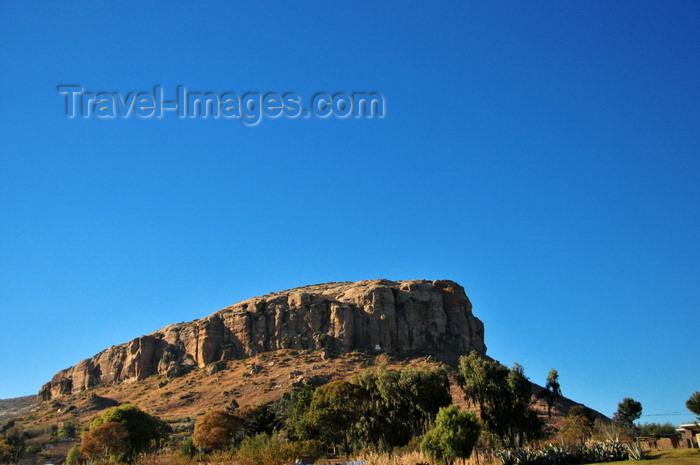 lesotho92: Mahlanyeng Ha Lerata, Lesotho: eroded rock formation - photo by M.Torres - (c) Travel-Images.com - Stock Photography agency - Image Bank