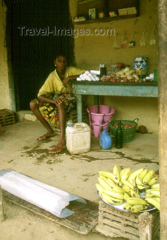 liberia2: Grand Bassa County, Liberia, West Africa: Cola river market - photo by M.Sturges - (c) Travel-Images.com - Stock Photography agency - Image Bank