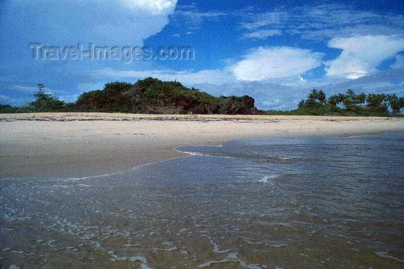 liberia21: Grand Bassa County, Liberia, West Africa: transparency - perfect tropical beach - photo by M.Sturges - (c) Travel-Images.com - Stock Photography agency - Image Bank