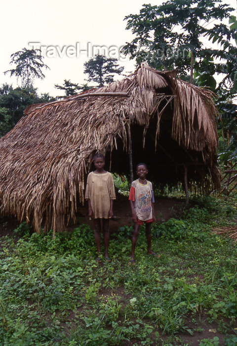liberia29: Grand Bassa County, Liberia, West Africa: kids by their home - photo by M.Sturges - (c) Travel-Images.com - Stock Photography agency - Image Bank