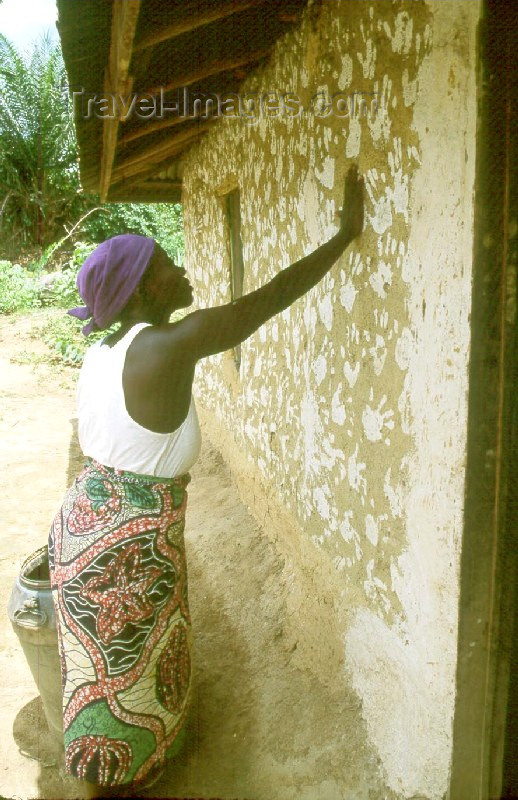 liberia7: Grand Bassa County, Liberia, West Africa: woman decorating house with palm impression - Bassa tribe - photo by M.Sturges - (c) Travel-Images.com - Stock Photography agency - Image Bank