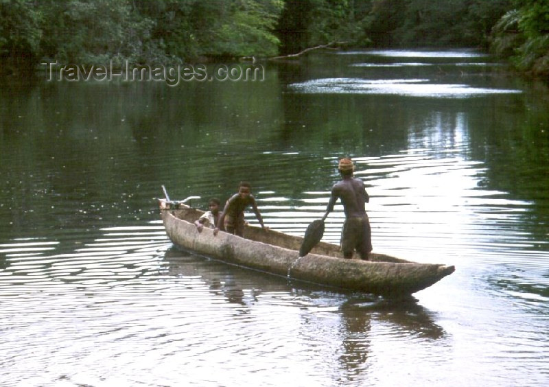 liberia9: Grand Bassa County, Liberia, West Africa: crossing the Cola River - dugout canoe - photo by M.Sturges - (c) Travel-Images.com - Stock Photography agency - Image Bank