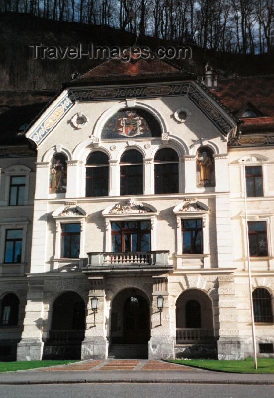 liech2: Liechtenstein - Vaduz: Government house - architect Gustav von Neumann of Vienna - neo-Baroque style - Regierungsgebäude - The Parliament Chamber is on the second floor (photo by M.Torres) - (c) Travel-Images.com - Stock Photography agency - Image Bank