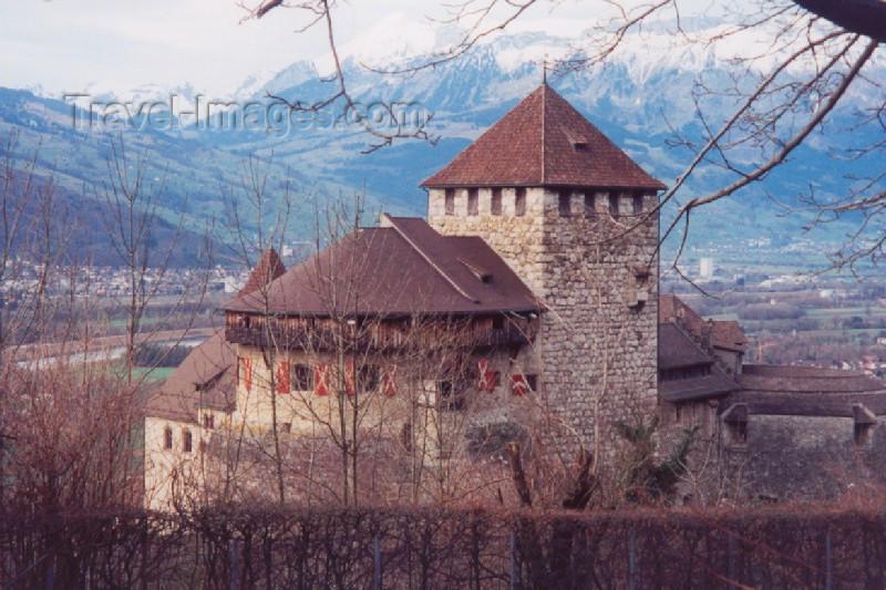 liech31: Liechtenstein - Vaduz: the Princes' Palace from behind - Schloss Vaduz (photo by M.Torres) - (c) Travel-Images.com - Stock Photography agency - Image Bank