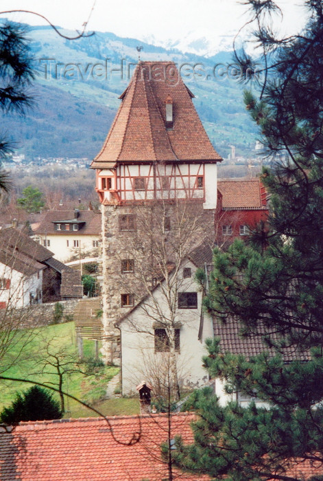 liech32: Liechtenstein - Vaduz: tower - Turm - the Red House - Das Rote Haus - Vaistlihof - Prince Franz Josef street (photo by M.Torres) - (c) Travel-Images.com - Stock Photography agency - Image Bank