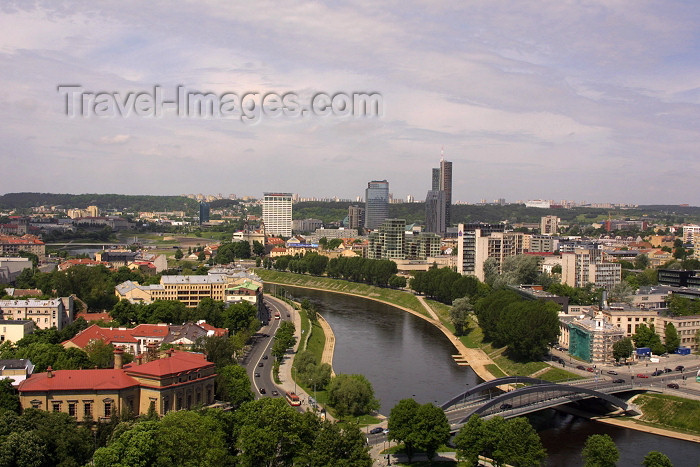 lithuan12: Lithuania - Vilnius / VNO : the Vilnia before the river Neris from Gediminas hill - nuo Gedimino kalno - Mindaugas Bridge - photo by A.Dnieprowsky - (c) Travel-Images.com - Stock Photography agency - Image Bank