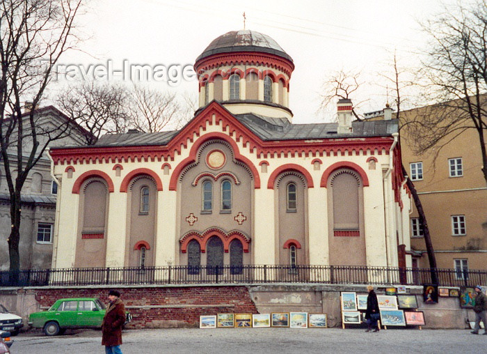 lithuan18: Lithuania - Vilnius: open air art gallery - Piatniskaja Russian-Orthodox church - Pilies street - photo by M.Torres - (c) Travel-Images.com - Stock Photography agency - Image Bank