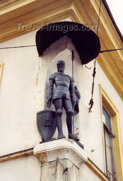 lithuan8: Lithuania - Vilnius: Corner sentinel - photo by M.Torres - (c) Travel-Images.com - Stock Photography agency - Image Bank