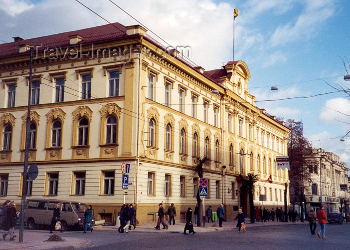 lithuan9: Lithuania - Vilnius / Vilna / Wilno / VNO: imposing facade - photo by M.Torres - (c) Travel-Images.com - Stock Photography agency - Image Bank