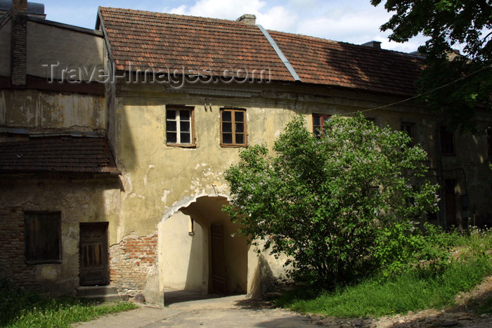 lithuania105: Lithuania - Vilnius: old houses - oldtown - arch - photo by A.Dnieprowsky - (c) Travel-Images.com - Stock Photography agency - Image Bank