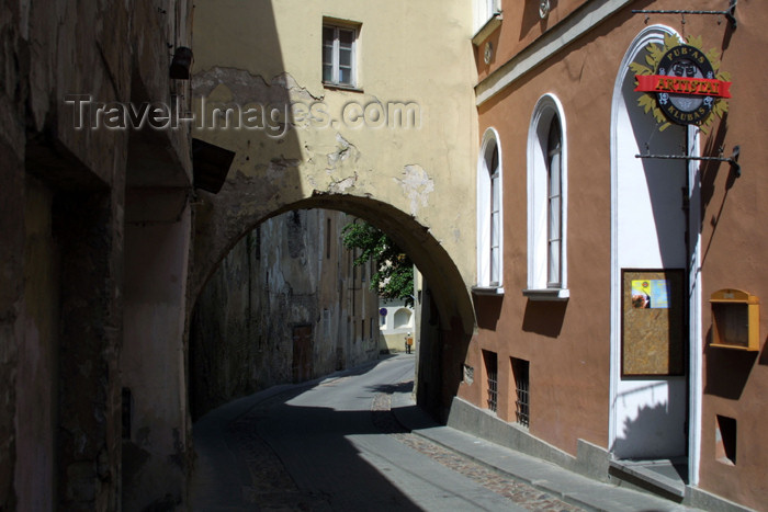 lithuania106: Lithuania - Vilnius: arch in the oldtown - photo by A.Dnieprowsky - (c) Travel-Images.com - Stock Photography agency - Image Bank