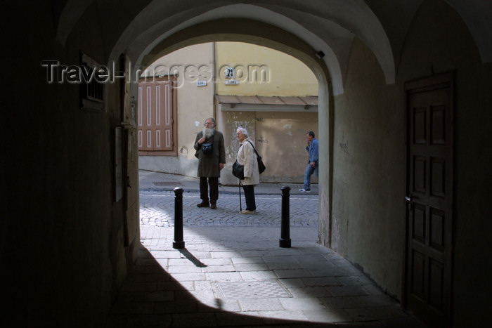 lithuania111: Lithuania - Vilnius: passage to Pilies street / Pilies gatve - photo by A.Dnieprowsky - (c) Travel-Images.com - Stock Photography agency - Image Bank