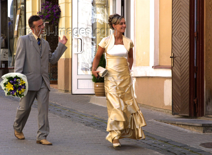 lithuania112: Lithuania - Vilnius: following the bride - cherchez la femme! - photo by A.Dnieprowsky - (c) Travel-Images.com - Stock Photography agency - Image Bank