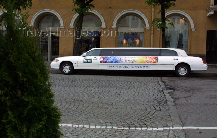 lithuania114: Lithuania - Vilnius: limousine - photo by A.Dnieprowsky - (c) Travel-Images.com - Stock Photography agency - Image Bank