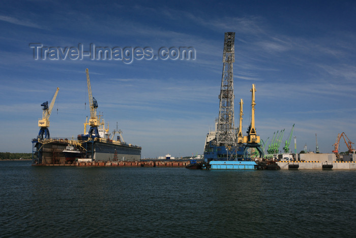 lithuania124: Lithuania - Klaipeda: dry docks - port - photo by A.Dnieprowsky - (c) Travel-Images.com - Stock Photography agency - Image Bank