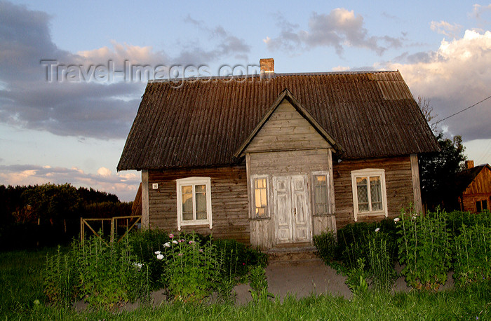 lithuania143: Lithuania - Kernave: typical Lithuanian wooden house - photo by Sandia - (c) Travel-Images.com - Stock Photography agency - Image Bank