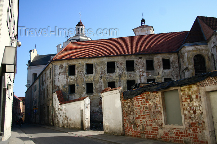 lithuania157: Lithuania - Vilnius: old town street - abandoned building - photo by Sandia - (c) Travel-Images.com - Stock Photography agency - Image Bank