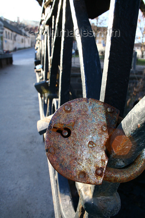 lithuania170: Lithuania - Vilnius: Bridge of Uzupis - tradition of putting padlocks on the bridge when getting mariied - photo by Sandia - (c) Travel-Images.com - Stock Photography agency - Image Bank