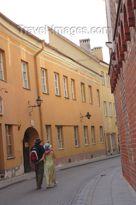 lithuania172: Lithuania - Vilnius: couple walking along Stikliai sreet - old town - photo by Sandia - (c) Travel-Images.com - Stock Photography agency - Image Bank