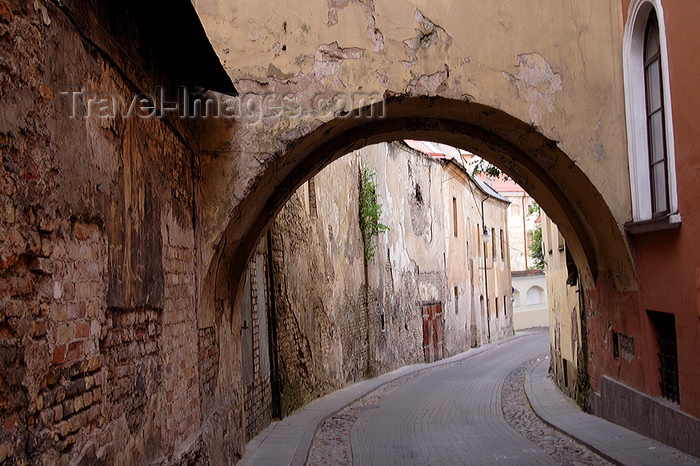 lithuania177: Lithuania - Vilnius: arch in the old town - photo by Sandia - (c) Travel-Images.com - Stock Photography agency - Image Bank
