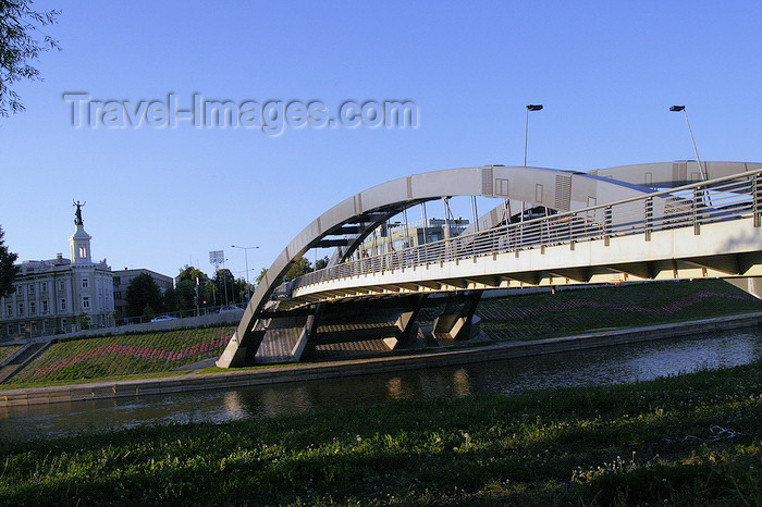 lithuania184: Lithuania - Vilnius: Indaugas bridge - river Neris - photo by Sandia - (c) Travel-Images.com - Stock Photography agency - Image Bank