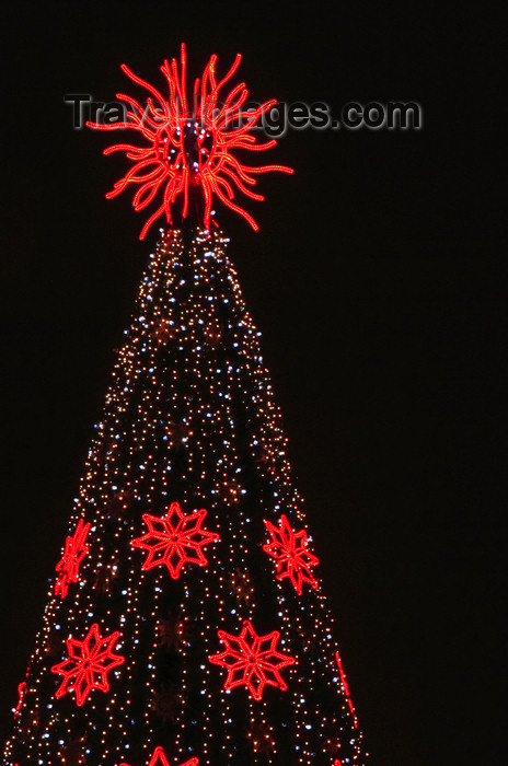 lithuania219: Vilnius, Lithuania: Chrismas tree - photo by A.Dnieprowsky - (c) Travel-Images.com - Stock Photography agency - Image Bank