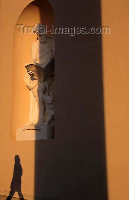 lithuania223: Vilnius, Lithuania: statue and shadow - photo by A.Dnieprowsky - (c) Travel-Images.com - Stock Photography agency - Image Bank