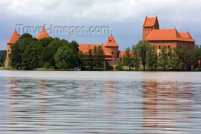 lithuania34: Trakai - Lithuania / Litva / Litauen: Trakai Island Castle - built with red Gothic bricks - photo by A.Dnieprowsky - (c) Travel-Images.com - Stock Photography agency - Image Bank
