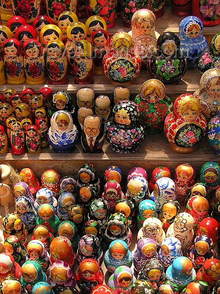 lithuania46: Lithuania / Litva / Litauen - Russian dolls for sale - matrioshki - matrioshkas - nesting dolls - souvenirs - photo by J.Kaman - (c) Travel-Images.com - Stock Photography agency - Image Bank