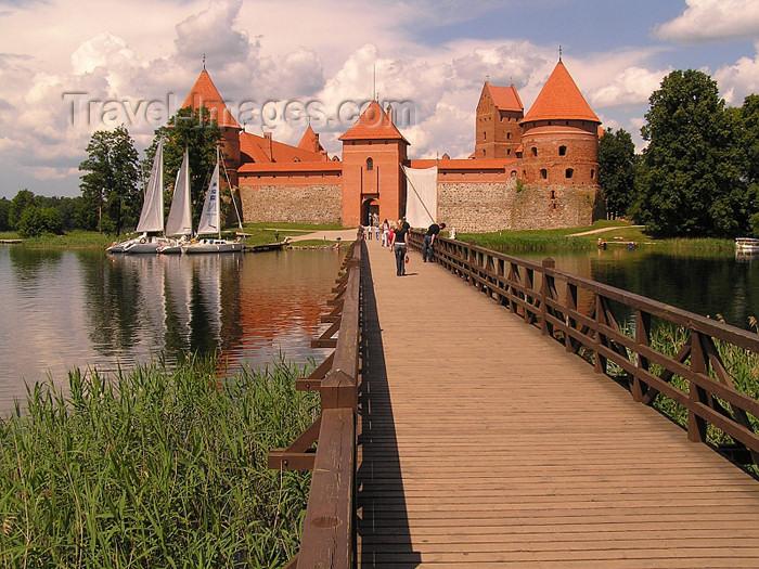 lithuania47: Lithuania / Litva / Litauen - Trakai: Trakai Island Castle - causeway - photo by J.Kaman - (c) Travel-Images.com - Stock Photography agency - Image Bank
