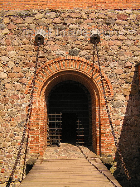 lithuania51: Lithuania / Litva / Litauen - Trakai: gate and draw bridge - Trakai Castle- insular - photo by J.Kaman - (c) Travel-Images.com - Stock Photography agency - Image Bank