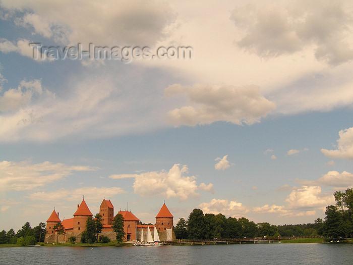 lithuania56: Lithuania / Litva / Litauen - Trakai: Trakai Island Castle and sky - photo by J.Kaman - (c) Travel-Images.com - Stock Photography agency - Image Bank