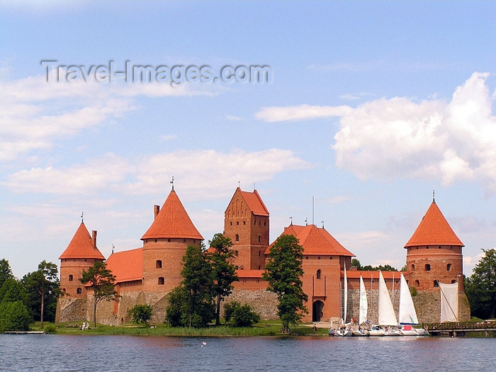 lithuania57: Trakai, Lithuania / Litva / Litauen: Trakai Island Castle - sailing boats - castillo - castelo - chateau - photo by J.Kaman - (c) Travel-Images.com - Stock Photography agency - Image Bank