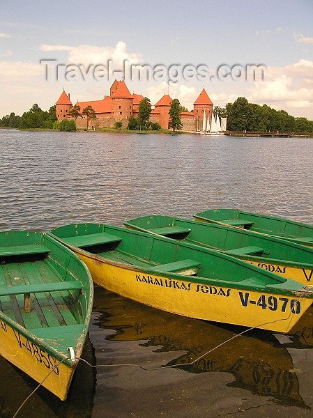 lithuania58: Lithuania / Litva / Litauen - Trakai / Troki : small boats and Trakai Castle built by Grand Duke Vytautas - Karaliskas Sodas - photo by J.Kaman - (c) Travel-Images.com - Stock Photography agency - Image Bank