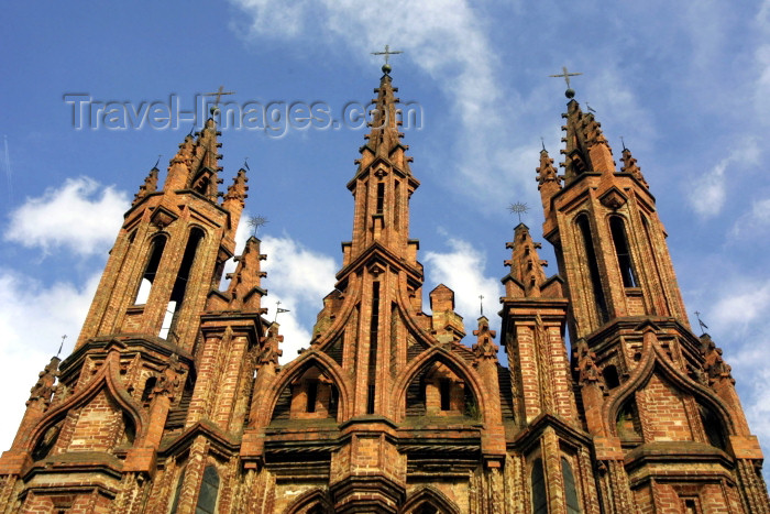 lithuania78: Lithuania - Vilnius: St. Anne's Church - gothic façade - red-brick and sky / Sventos Onos baznycia - photo by A.Dnieprowsky - (c) Travel-Images.com - Stock Photography agency - Image Bank