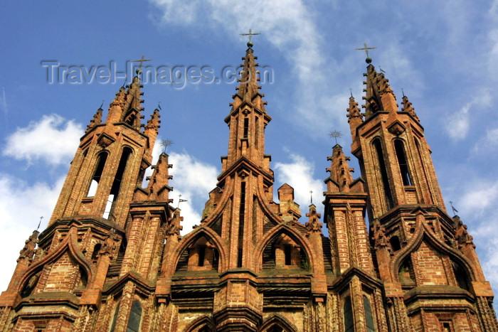 lithuania78: Lithuania - Vilnius: St. Anne's Church - gothic façade - red-brick and sky / Sventos Onos baznycia - photo by A.Dnieprowsky - (c) Travel-Images.com - Stock Photography agency - Image Bank